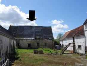 Vaste grange dans le centre de Chièvres,  de 12 m sur 22 avec terrain de 6 ares 70 donnant sur la rue idéal pour entrepreneur afin d'y f