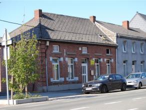 A lentrée de la Ville dAth, proche de nombreux commerces, maison 3 façades, 3 chambres avec garage et jardin. Composition: Sous-sol : 2