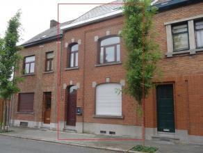 Jolie maison de rangée, située dans un quartier calme, à +/- 1,5 km de la gare. Description : Sous-sol : cave (30 m²) Rez :