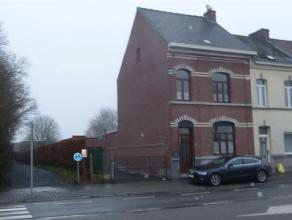 Agréable maison 3 façades avec garage et grand jardin, proche des commerces Description: Sous-sol: chaufferie (12 m²), cave (11 m&s