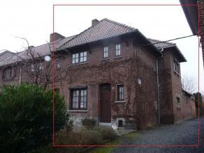 Dans un quartier calme à +/- 1 km de la Grand Place et de la gare, belle petite maison 2 chambres confortable avec jardin Description: sous-sol
