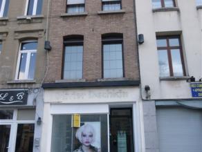 Maison de ville à usage de salon de coiffure au RDC Plein centre Ville, sur une placette commerciale, à 50m de la grand place Sous-sol :