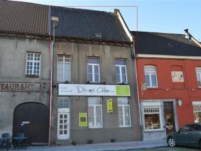 Belle maison de ville, 3 chambres, complétement rénovée - ETAT IMPECCABLE Sur la Place de Chièvres, proche des commodit&ea