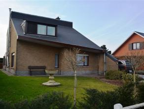 Villa 4 façades darchitecte (architecture contemporaine) A la sortie de la ville de Chièvres (1 km des Commodités) Sous-sol : cav