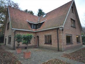 BUITENKANS!! Voor slechts 495.000 euro (met wellicht nog een kleine onderhandelingsmarge) kunt U deze residentieel gelegen villa kopen met grote, aang