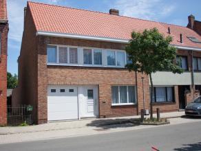 Ruime 4 slpks woning met garage in het centrum van St-Andries. Deze woning met veel potentieel bevindt zich vlakbij scholen, het openbaar vervoer en