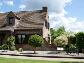 Perfect instapklare villa op 506m² met mooie aangelegde tuin en voortuin. Indeling: inkom met toilet, leefruimte, open keuken, berging, garage, t