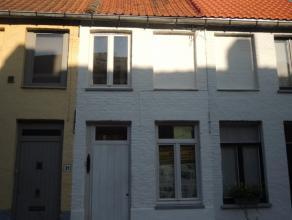 Prachtig gerenoveerd huisje gelegen in de historische binnenstad nabij de Potterierei. <br /> Living, open geïnstalleerde keuken (Smeg) koer.<br