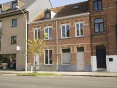 Vlakbij Brugge centrum en talrijke grote winkelsGlv: hal - living - keuken (volledig ingericht (nieuw)) - badkamer (lavabo-ligbad -toilet (vernieuwd))