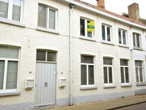 Een aanrader ! In het hart van Dudzele, polderdorp tussen Brugge en Knokke. Rustige maar tegelijk pittige locatie.De woning biedt heel wat ruimte en v