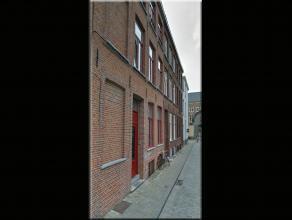 Afgewerkt met kwaliteitsmaterialen bestaande uit: inkom met trap - kelderverdieping : 1 slaapkamer/bureel - ruime wasplaats - eerste verdieping: 1 sla
