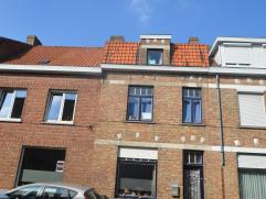 Renovatieproject, deze woning gelegen op een toplocatie te Sint Andries omvat alle potentieel om als gezinswoning te fungeren maar dient ernstig verbo