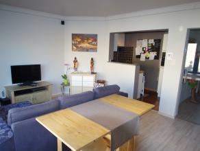 Dit prachtig, ruime appartement werd volledig gerenoveerd in 2011. Dit mooie tweeslaapkamerappartement bestaat uit: Mooie living met volledig uitger