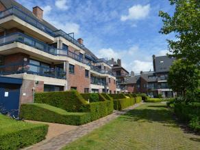 Dit bijzonder ruim appartement is gelegen te midden van een oase van groen en nabij het centrum van Brugge.  De indeling is als volgt: Mooie inkomh