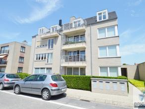 Dit Ruim duplex appartement met lift omvat een ruime woonkamer met veel lichtinval, ruim terras met zicht op de Brugse Torens , open keuken, 2 slaapka
