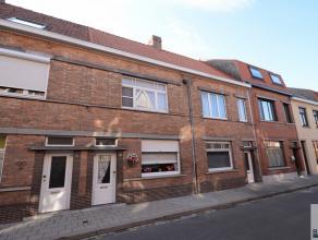 deze op te frissen woning is gelegen nabij de stadsrand van Brugge en Station, living afzonderlijke keuken,badkamer met douche/bad ,zuid gerichte tuin