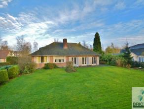 Deze prachtige villa is gelegen op een toplocatie in Sint-Andries te midden van een EXCLUSIEVE wijk.<br /> <br /> Op het gelijkvloers bevindt zich de