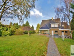 Deze statige villa  is gelegen nabij het centrum van Brugge en biedt u een uitmuntende verbinding met de belangrijkste invalswegen en de E40 en de E40