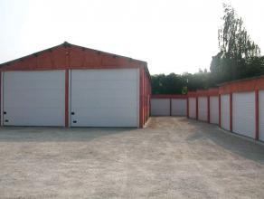 Garage boxen veilig afgesloten, vlot bereikbaar net buiten Brugge afgesloten met slagboom. Ook geschikt als opslagplaats.<br /> info 050/816767<br />