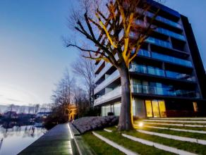 Dit exclusief appartement laat u genieten van geraffineerd wooncomfort op een unieke ligging. Het biedt naast een hoge graad van afwerking uitzonderli