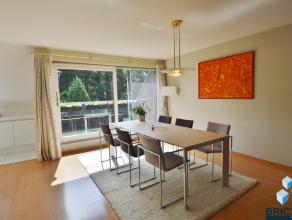 Prachtig duplex appartement in een groene omgeving. Dit appartement omvat een inkomhal,gastentoilet, woonkamer, open keuken, berging, 2 ruime slaapkam
