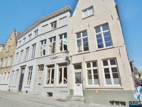 In het HARTJE van de BRUGSE binnenstad: volledig gerenoveerde, ruime en gezellige burgerwoning (eertijds woning van kunstschilder Jan Benson).<br /> I
