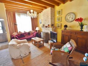 Deze idyllische en gedetailleerde gemeubileerde woning met zicht op het Engels klooster omvat inkom, ruime woonkamer met terracotta tegels en gezellig