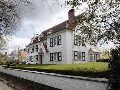 Breng een eerste, digitaal, bezoek aan deze villa: http://www.dewaele.com/Lindenlaan_8_Kortrijk  Landelijke villa waarbij de kwalitatieve afwerking