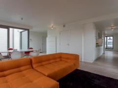 Dit prachtig nieuwbouw dakappartement (109m²) is gelegen in de residentie Bellevuekaai.  Residentie Bellevuekaai is gelegen op fietsafstand van