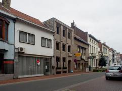 Ruime woonst in het centrum van Roeselare!  Mits wat opfrissingswerken beschikt u over een prachtige woonst in de stad!   INDELING: * Gelijkvloers