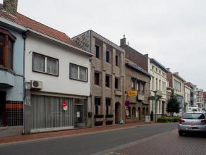 Ruime woonst in het centrum van Roeselare!  Mits wat opfrissingswerken beschikt u over een prachtige woonst in de stad!   INDELING: * Gelijkvloers:  i