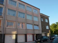 Rustig gelegen ruim appartement met 3 slaapkamers, terras en garage.  INDELING: 3°V: Inkomhal met vestiaire - woonkamer(53m²) - zonnig ter