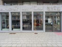Volledig ingericht nieuwbouw handelsgelijkvloers (330m²) op een zeer commerciële ligging te Nieuwpoort.  Indeling: - kelder - gelijkvloe