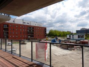 Dit appartement (96,30 m²) situeert zich in het nieuwbouwproject 'Blaisantpark'. Via de leefruimte heeft men een prachtig zicht over het nog aan