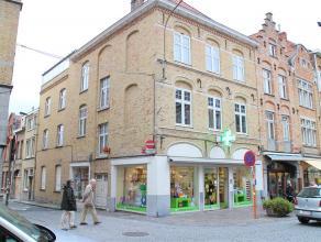 Prachtige handelswoning op 100 m² grondoppervlakte  INDELING - verhuurde handelsgelijkvloers (goed draaiende apotheek) - verhuurd appartement