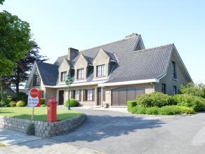 Deze karaktervolle tijdloze villa aan de rand van Ieper is gelegen op een ZW-gericht perceel van 1956 m².  Deze woning werd gebouwd in 1971 en a