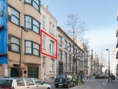 Dit appartement met ruim zuidgericht terras is gesitueerd in het centrum van Oostende, tussen de Groentemarkt en de Sint-Petrus-en-Pauluskerk.  Het g