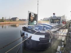 Prachtige horecaboot te koop / te huur in Kortrijk. Het schip is momenteel ingericht als taverne met overnachtingsmogelijkheid.   Op het bovendek we