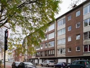 Dit appartement met 2 slaapkamers is zeer centraal gelegen ten opzichte van het stadscentrum, het treinstation Sint –Pieters en de verbindingswegen (R