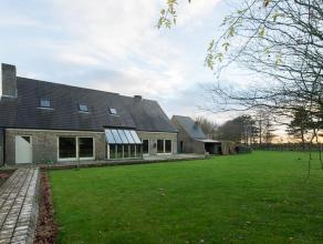 Deze ruime villa met 5 slaapkamers op 3.080m² (mogelijkheid tot aankoop van aanpalend bos met een oppervlakte van: 9.172m²) is gelegen in ee