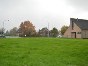 Dit rustig gelegen stuk bouwgrond is geschikt voor villabouw. Perceelbreedte van ca. 22m en diepte ca. 35,50m. Soepele bouwvoorschriften!  Bouwvoorsch