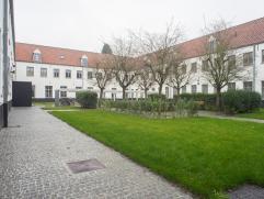Luxueuze studentenkamer(s) in het hartje van Brugge, voorzien van eigen sanitair (badkamer en kitchenette), gemeenschappelijke loungeruimte en privati