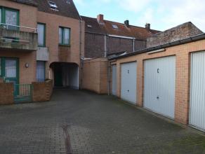 Garagebox (nr.5) met plaats voor 1 wagen.  Lengte: 5,50 m Hoogte: 2,00 m Breedte poort: 2,30 m  - Huurprijs: € 74,00
