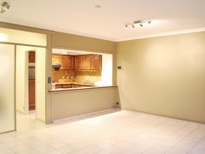 Appartement met 2 slaapkamers in de Jan Breydellaan. Dit appartement heeft een ruime lichtrijke living met opengemaakte geïnstalleerde keuken. Er