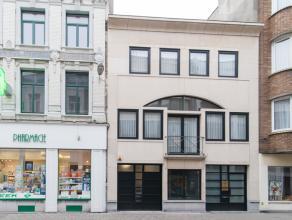 Zeer ruime en uiterst verzorgde woning pal in het centrum van Oostende. De woning is uitgerust met verschillende praktijkruimtes, terrassen, garage, k
