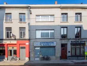 Deze woning is gelegen op een topligging in het hartje van Gent. Vroeger werd er een schoenmakerij uitgebaat in de woning, maar de ruimte kan anders i