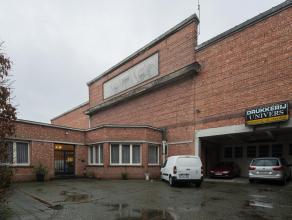 Dit bedrijfsgebouw is optimaal gelegen, en biedt heel wat economisch potentieel. Op circa 3 km afstand van het zuiden van Gent. Op 2 km van het centru