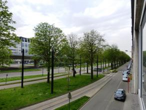 Ruim appartement gelegen vlakbij het Zuid van Gent en bijgevolg de perfect verbinding met autosnelwegen.  indeling van het appartement: inkomhal -