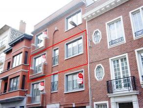 Volledig gerenoveerd appartement met 2 slaapkamers in het centrum van de stad. Achteraan het appartement is er ruim zuidgericht terras (11m²).