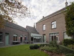 Klassieke herenwoning met authentieke elementen, gelegen in het centrum van Hamme. Dit herenhuis geniet een prachtige tuin in een rustige omgeving en